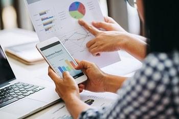 איך מתבלטים בשוק העסקי התחרותי של היום? על השינויים בלימודי מנהל עסקים
